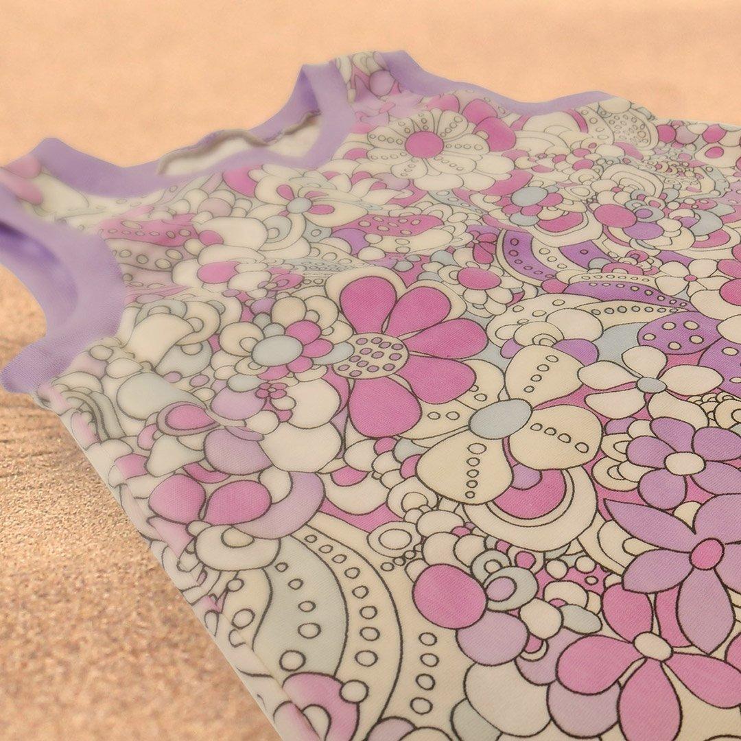 Ein Kleid aus magischem UV-Stoff